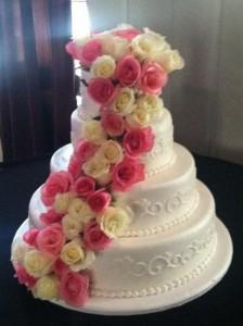 fresh-flowers-on-wedding-cake